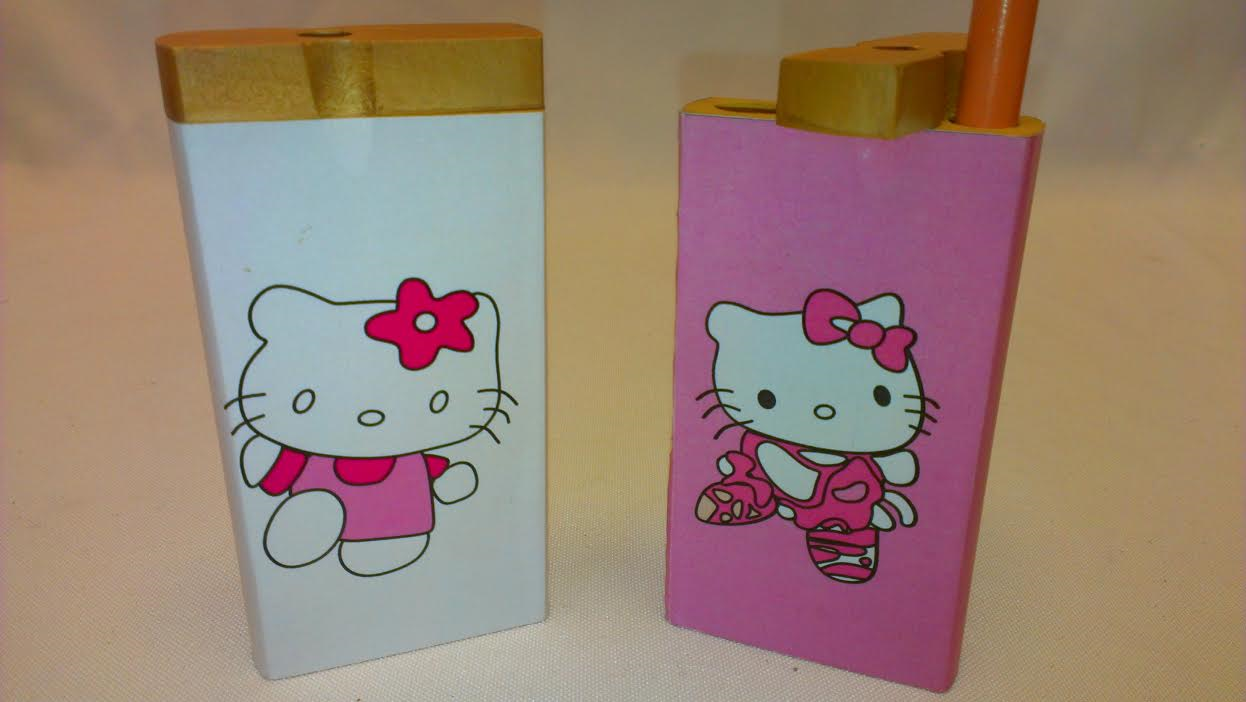 "*4"" New-Hello Kitty Wooden Dugout with Metal Bat DO12"